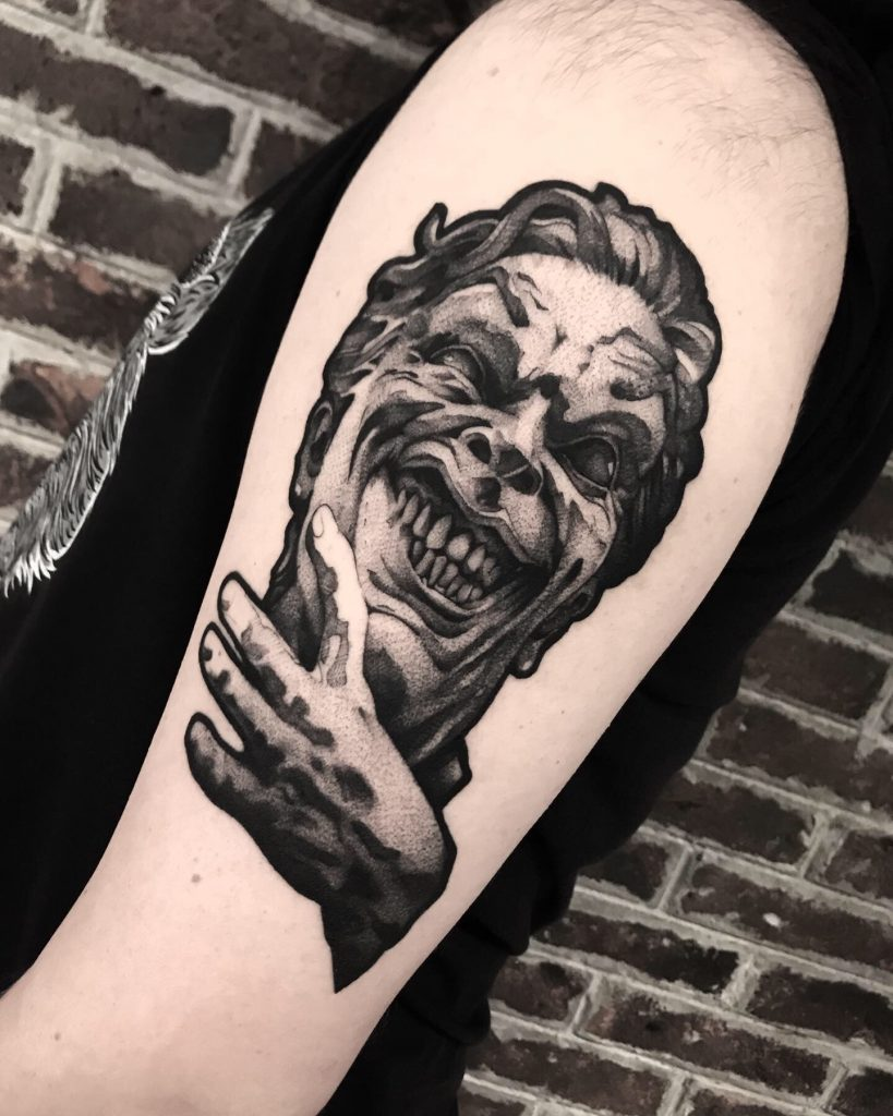 Foto de tatuagem feita por Nicho (@travinic)