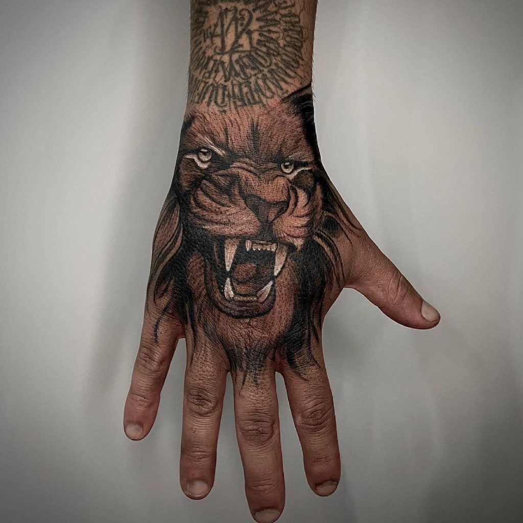 Foto de tatuagem feita por Rafael Avilino (@rafa.avilino)