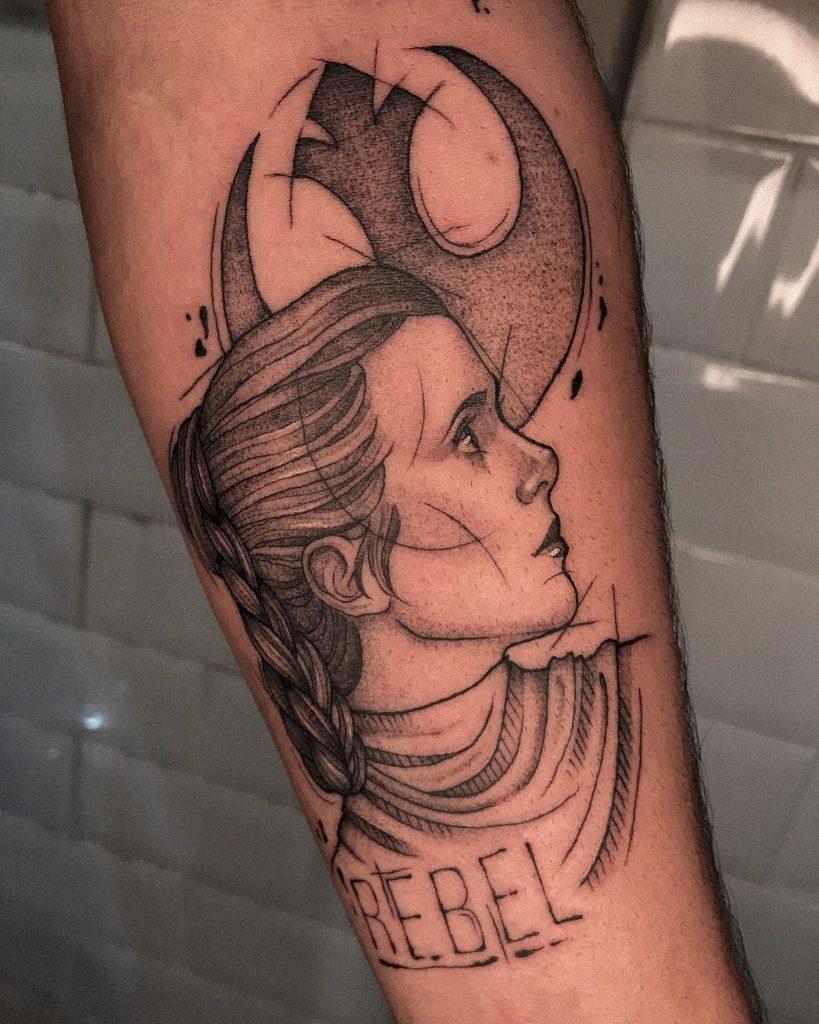 Foto de tatuagem feita por Ana Guiotto (@anaguiotto.ink)