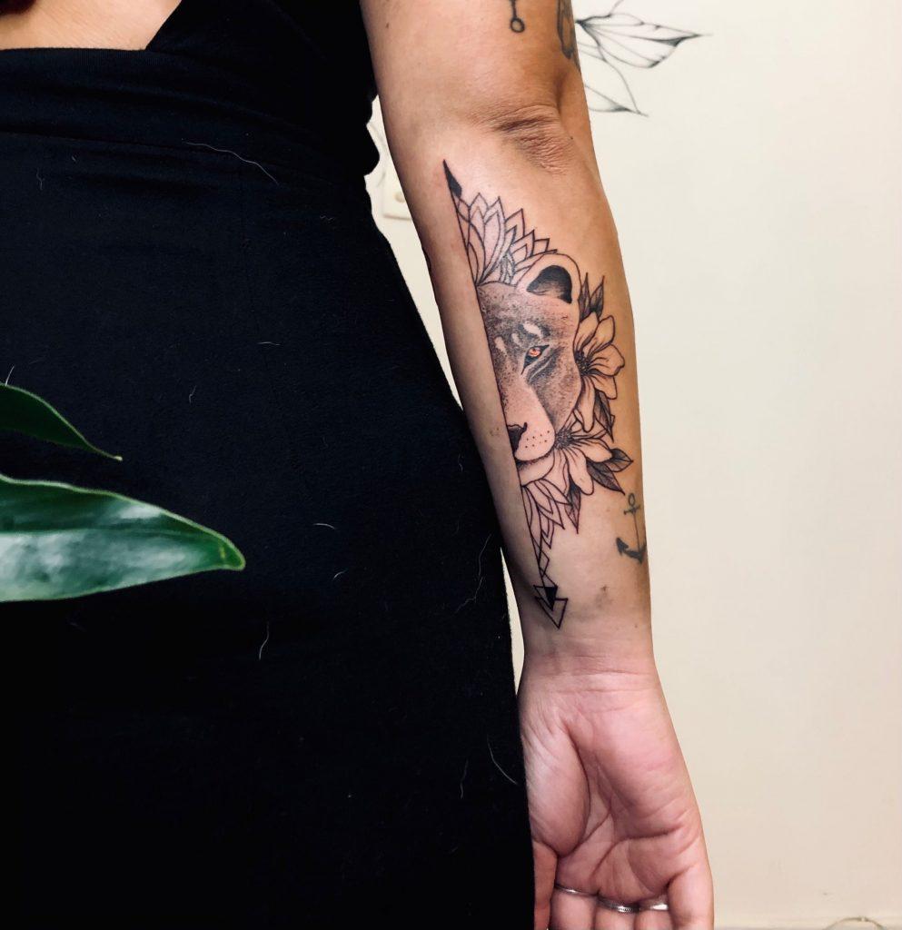 Foto de tatuagem feita por Julia França (@julia_dtattoo)