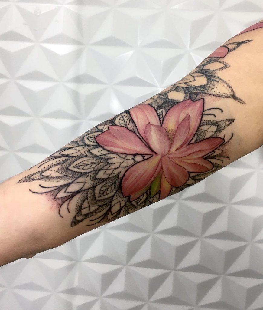 Foto de tatuagem feita por Bárbara Victal (@barbaravictaltattoo)
