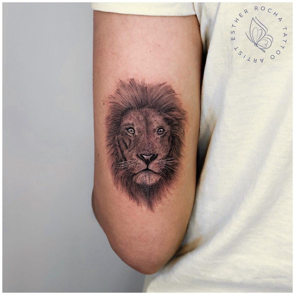 Foto de tatuagem feita por Esther Rocha (@estherrocha2)