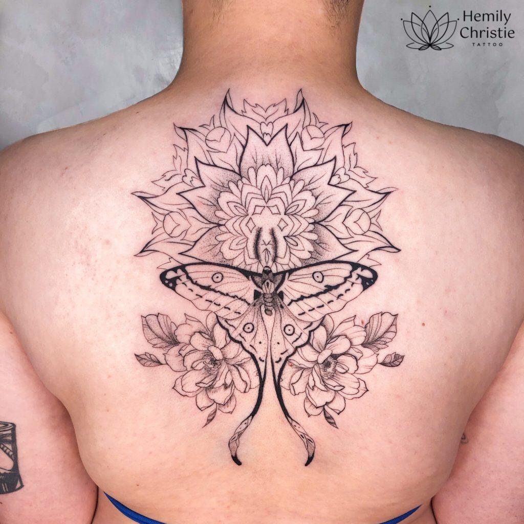 Foto de tatuagem feita por Hemily Christie (@hemily.ink)