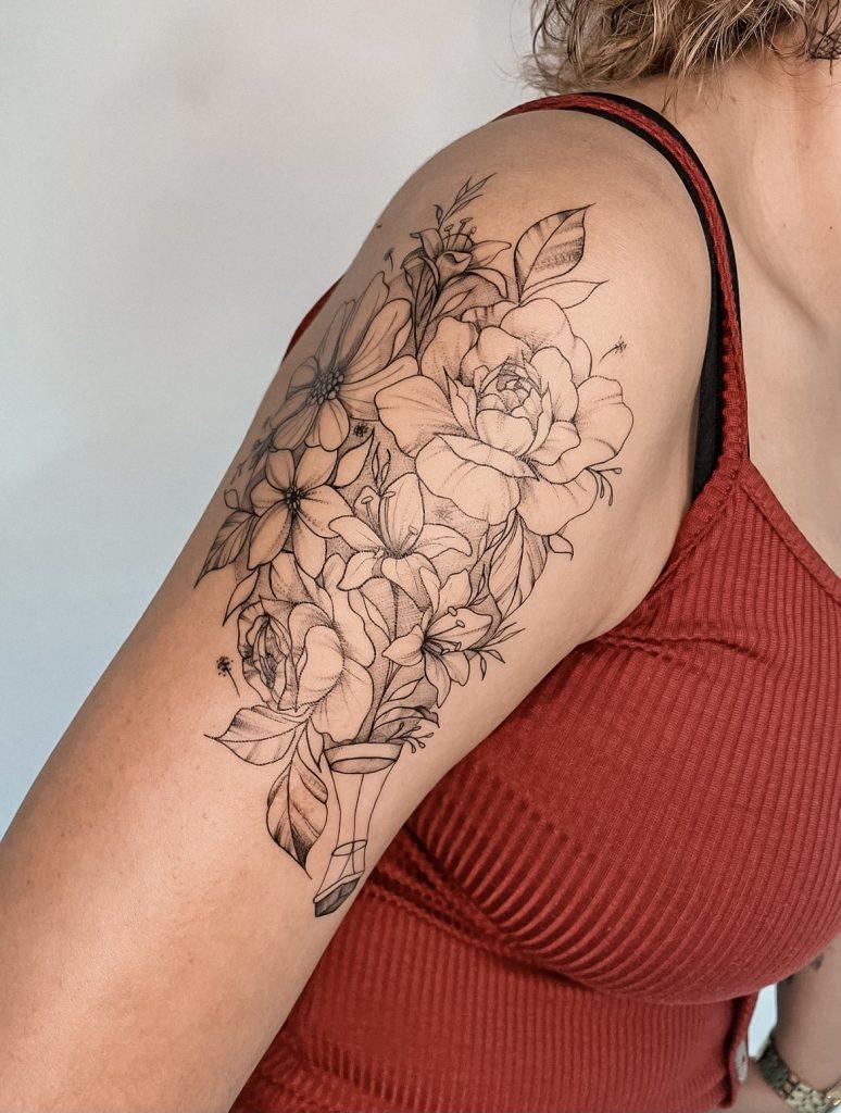 Foto de tatuagem feita por Bia teixeira (@biateixeira.tattoo)