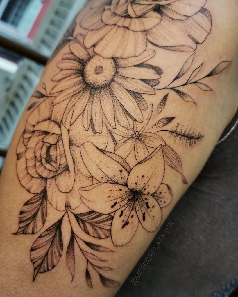 Foto de tatuagem feita por Monica Plata (@monicaplata.ink)